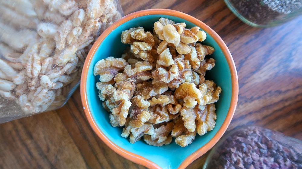 food - smoothie bowl- walnuts -IMG_4628-2.jpg