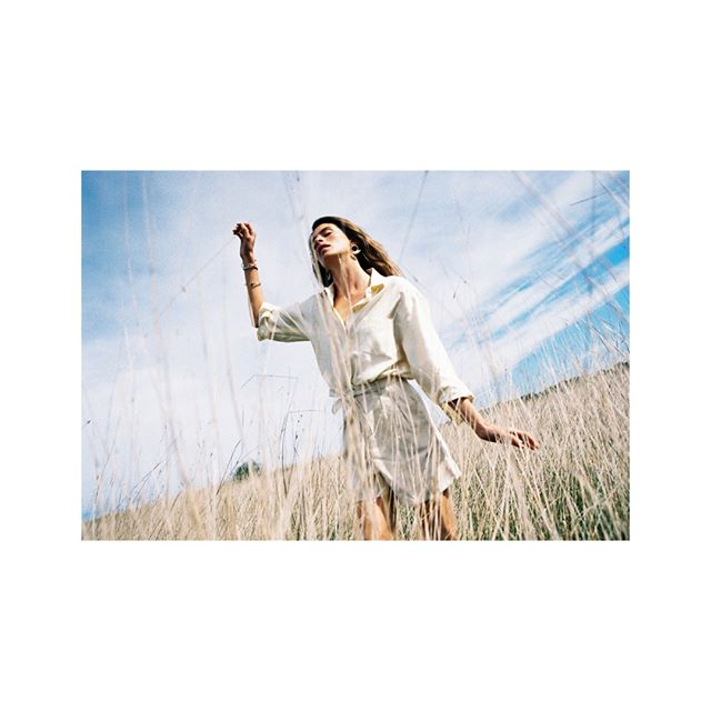 Dance into summer! ⠀⠀⠀⠀⠀⠀⠀⠀⠀ We recommend to do it in the Cali blouse made out of peace silk and the linen Mara shorts.⠀⠀⠀⠀⠀⠀⠀⠀⠀ .⠀⠀⠀⠀⠀⠀⠀⠀⠀ .⠀⠀⠀⠀⠀⠀⠀⠀⠀ .⠀⠀⠀⠀⠀⠀⠀⠀⠀ #junglefolk #consciousclothing #changethegame #mindfulfashion #timeless #ethicalfashion #seekthesimplicity #minimalism #ethicalfashion #slowfashion #shopless #makeitlast #peopleandplanet #thereisnoplanetb #buylesschoosewell #livemoreshopless #whomadeyourclothes #postitfortheaesthetic #lessismore