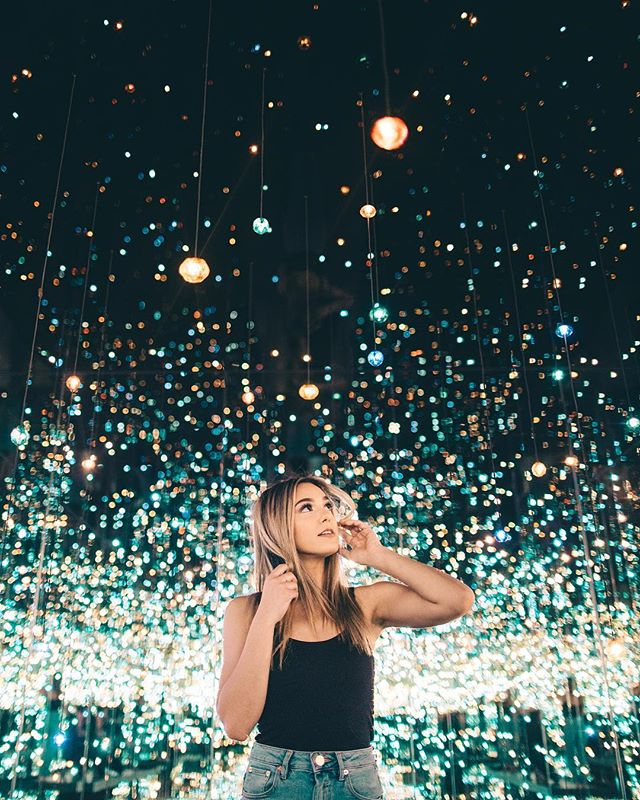 an infinity of lights.⚡️ friends! part two of my newest YouTube video, A WEEK IN LOS ANGELES is now live! check the link in my bio to go watch it!  also, i want to give a few of u story shoutouts! just tag me in your story watching my newest YouTube vid! love you all and thank you so much for the constant support.🖤