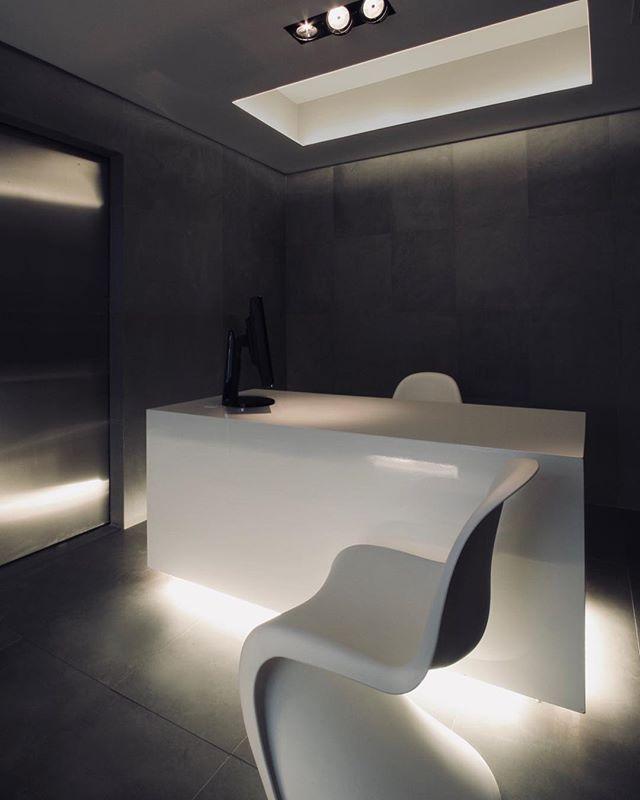lets work 🤓 #minimal #minimalist #office #officesetup #interiordesign #interiorideas #dtsigosarchitecture #architecture www.omniview.com