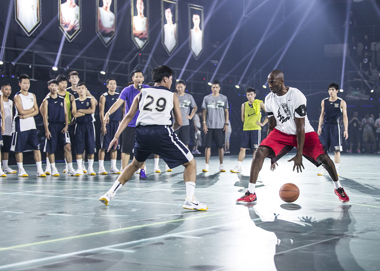 Nike-LED-basketball-court_dezeen_784_0.jpg