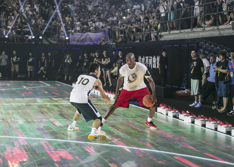 Nike-LED-basketball-court_dezeen_784_1.jpg