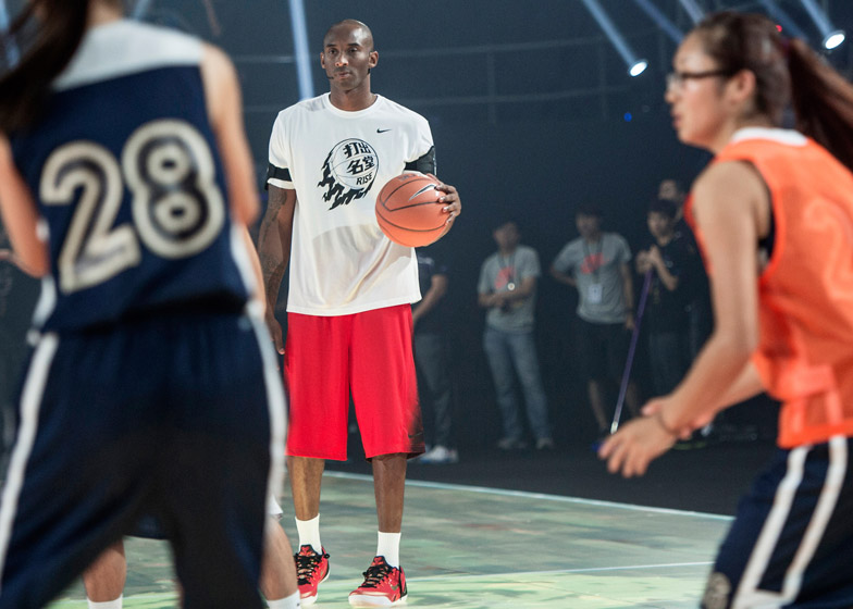 Nike-LED-basketball-court_dezeen_784_3.jpg