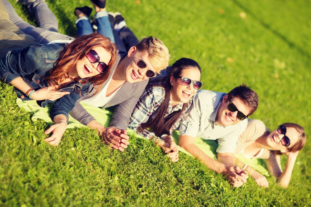 доверять картинки молодежь в парке самое удобное