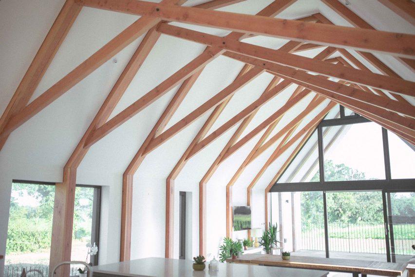 black-barn-studio-bark-suffolk-architecture-residential-house-charred-cedar_dezeen_1704_col_16-852x568.jpg