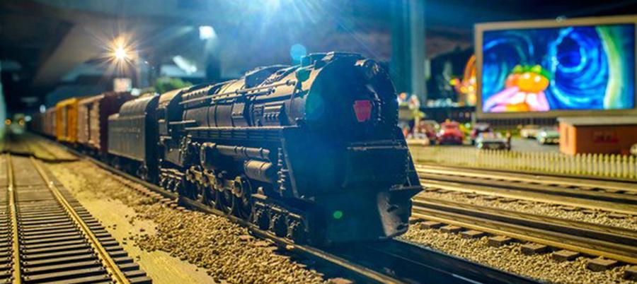 merchants-square-model-train-exhibit-10-900x400-slider.jpg
