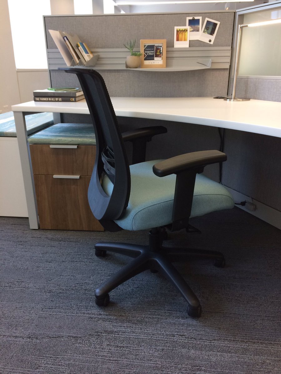 honcompany  SNEAK PEEK! Introducing our new task chair #Convergence, launching in July. #NeoCon2017 pic.twitter.com/Ew3NHBq2pA  Jun 12, 2017, 2:41 PM