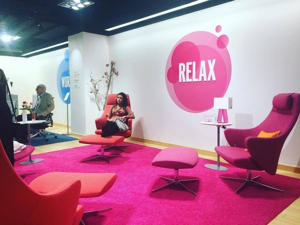 LovingInTheNOW  A day at #neocon2017. Not easy to relax here, but this showroom makes it possible. @dauphinofficial ift.tt/2rjPeLs pic.twitter.com/2QhZK6WjkK  Jun 12, 2017, 2:48 PM