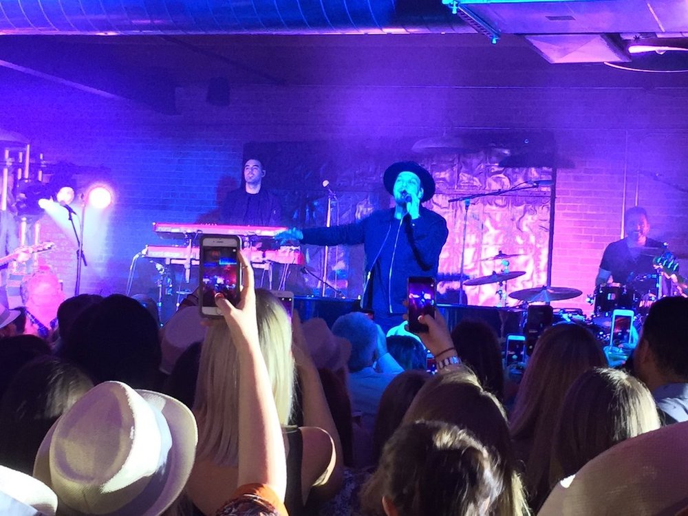 MohawkGroup And the SURPRISE guest performer at our annual #NeoCon Customer Event is... @GAVINDEGRAW! #NeoCon2017 pic.twitter.com/x0qpOZHjcw Jun 13, 2017, 8:40 PM