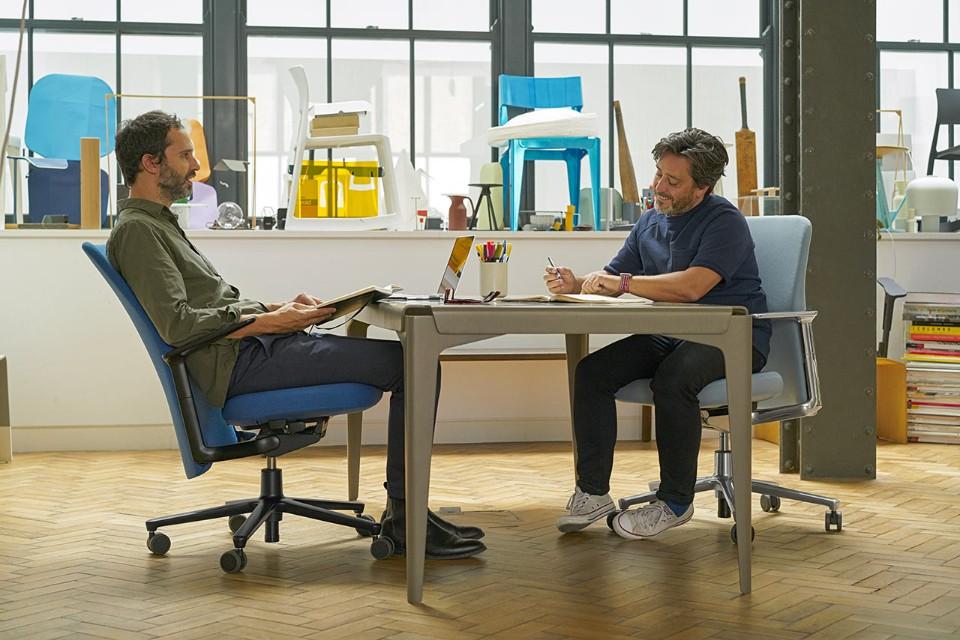 Edward-Barber-&-Jay-Osbergy-Pacific-Chair_1678707_master.jpg.foto.rmedium.png.jpg