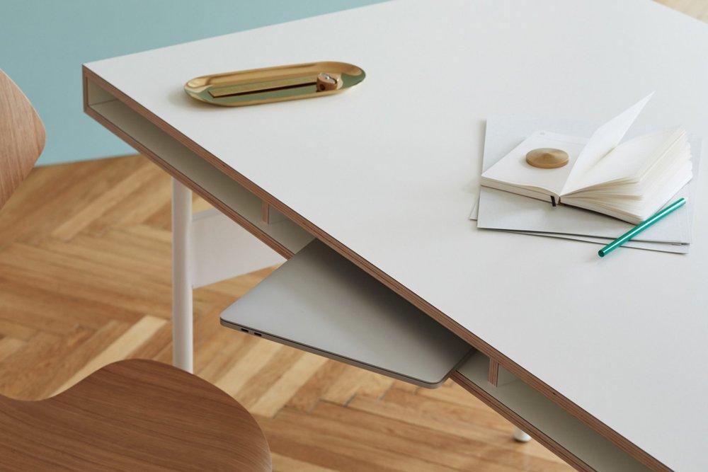 bene-studio-london-modular-workspace-system-furniture-design-promotion_dezeen_2364_col_3-1704x1136.jpg