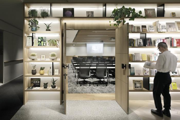 lumine-offices-tokyo-5-700x467.jpg