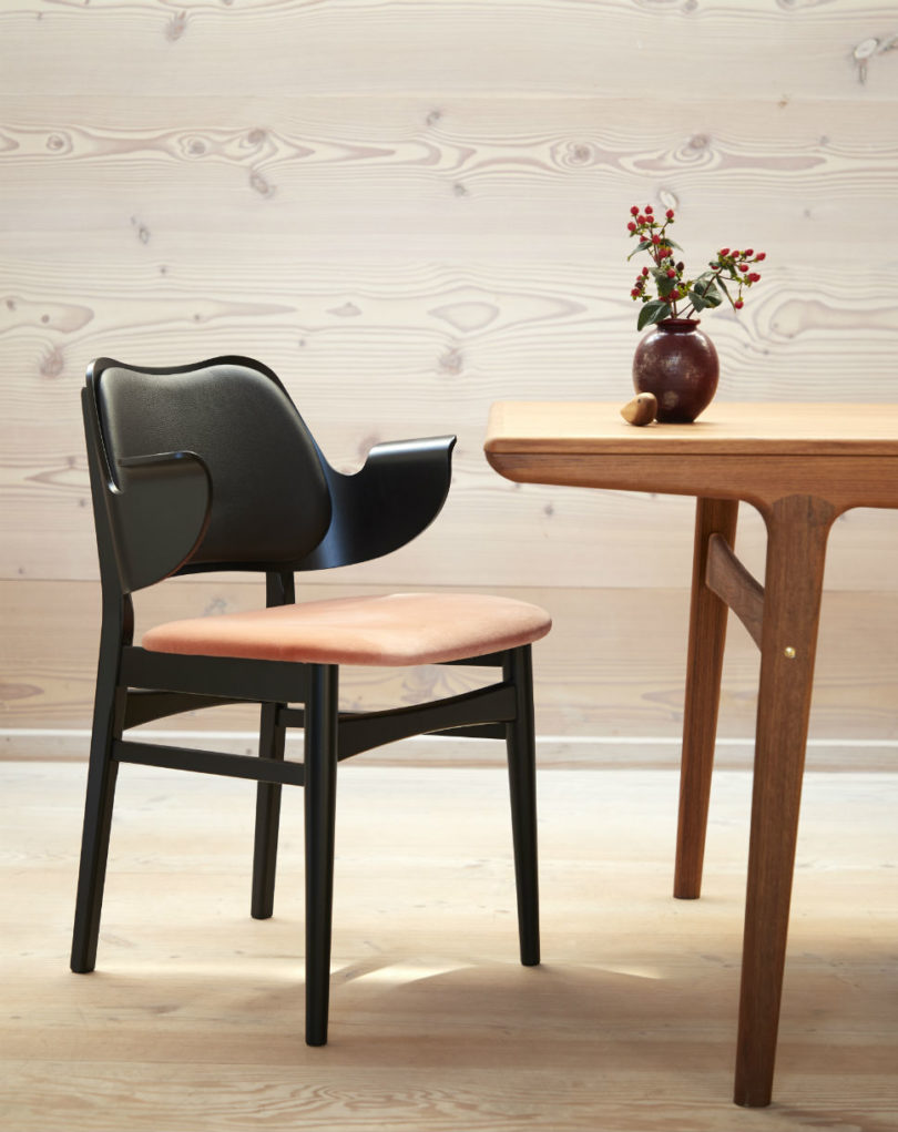 warm-nordic-gesture-chair3-810x1021.jpg