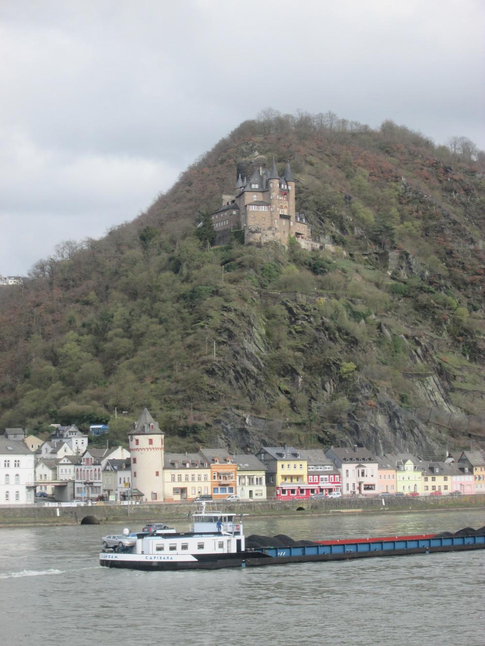 Burg Katz on the right bank of the Rhein, just a few kilometers upstream from Burg Maus.