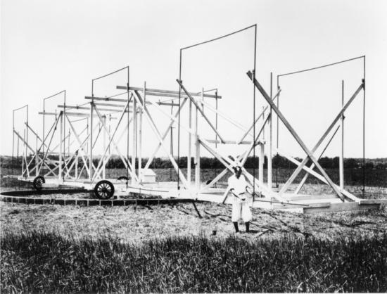 Jansky and his antenna in Homdel, New Jersey c. 1933 ( National Radio Astronomy Observatory and Associated Universities, Inc. )