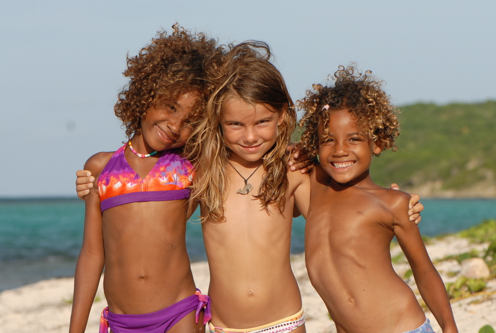 Sol, Laia and Luna, Antigua 2012