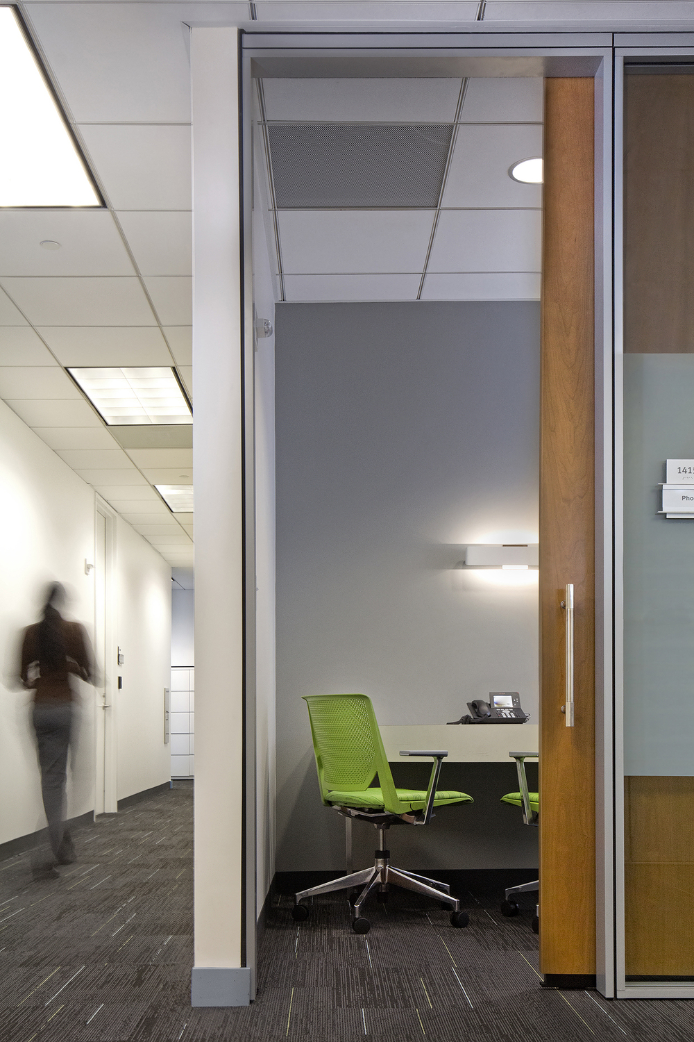 Travelport // Client: Pear Workplace Solutions // Interior Design: © IA - Interior Architects