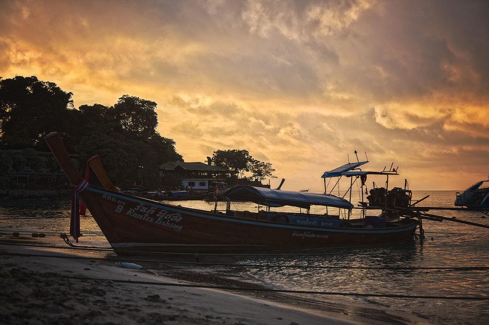 Thailand_PhiPhiSunrise_01_webuse.jpg