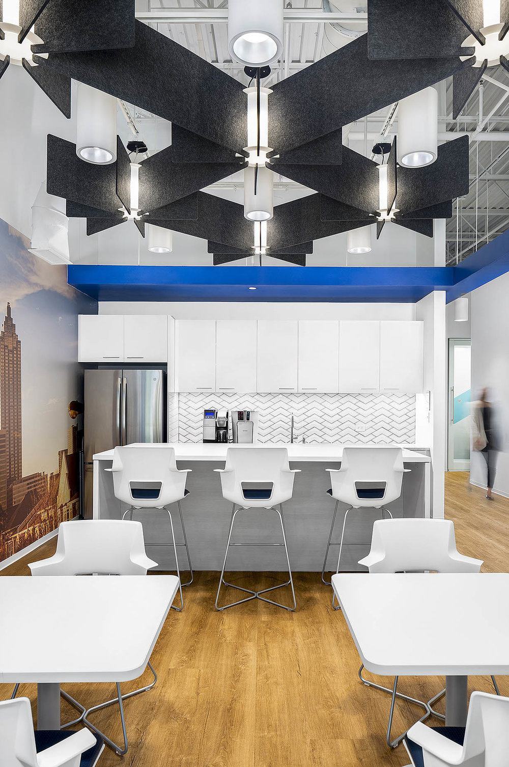 IA_Suntrust_6.3.18_Interior_BreakRoom_01_people1_webuse.jpg