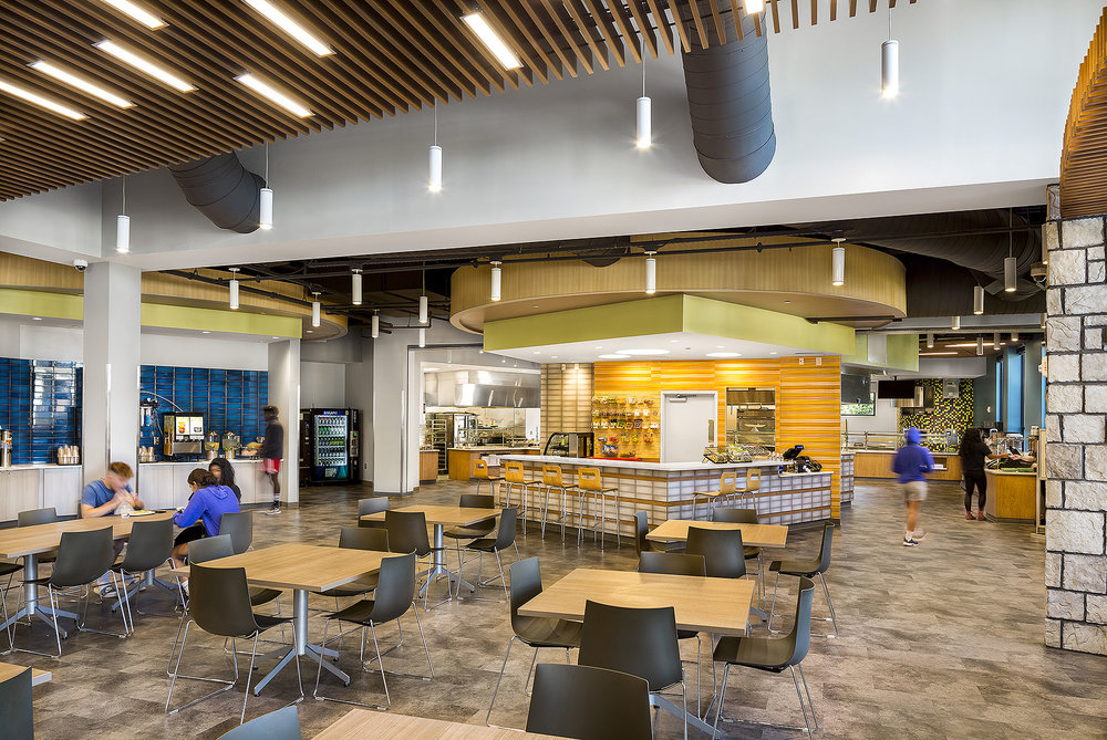 Choate_CCC_LifeUniversity_DiningHall_01.2_9747_people_webuse.jpg
