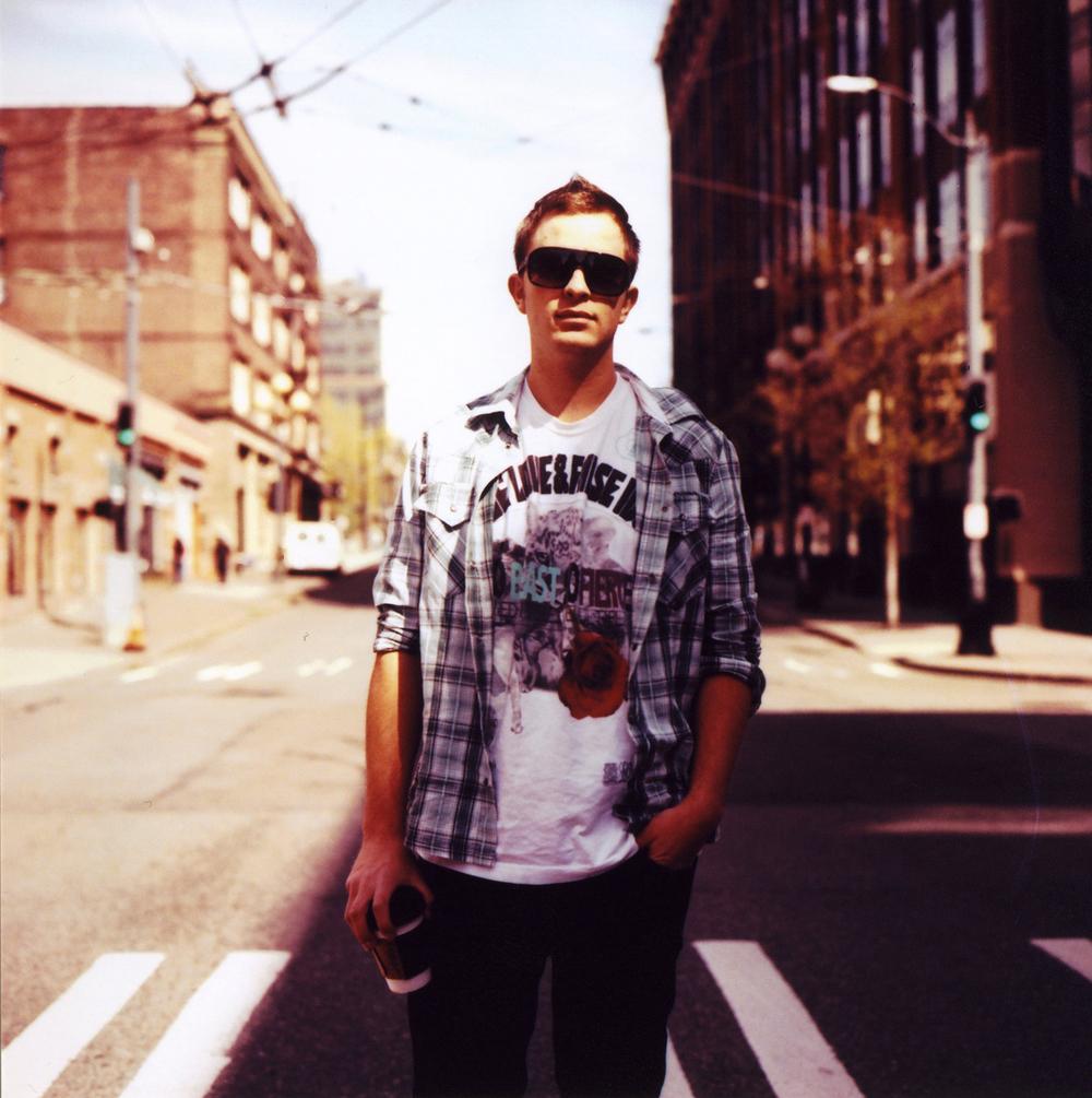 DJ Idull.jpg