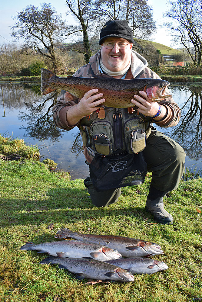 A five fish 25lb 8oz bag for a very happy Don Mansell - caught using Blue Flash Damsels with the excpetion of one which took a dry fly.