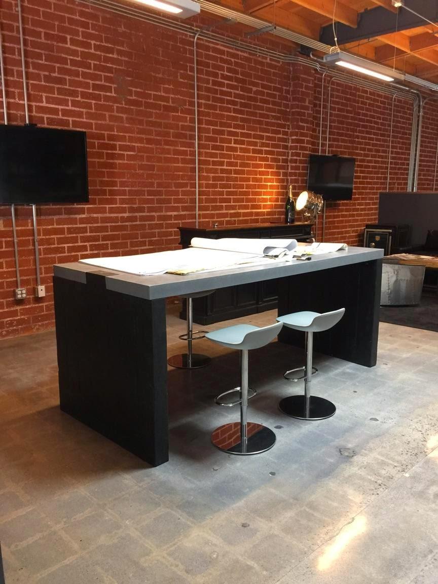 blk desk.jpg