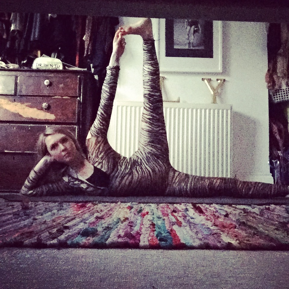 Yoga i-D anantasana.jpg