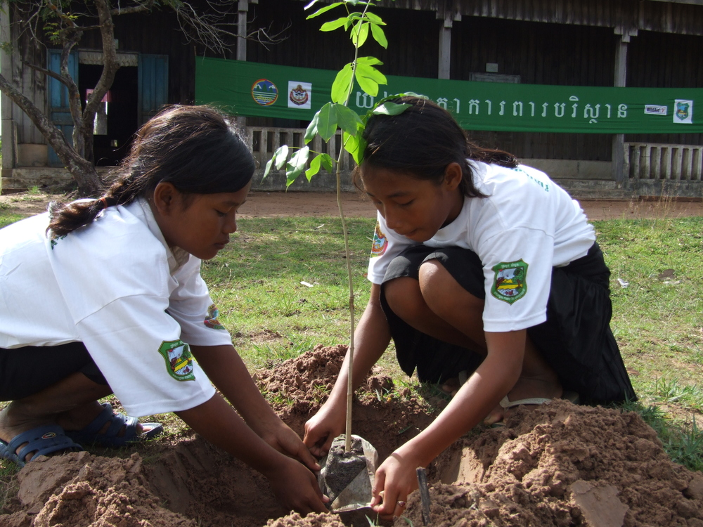 2007-07-08 - KE - arbor day 4 girls planting trees.JPG