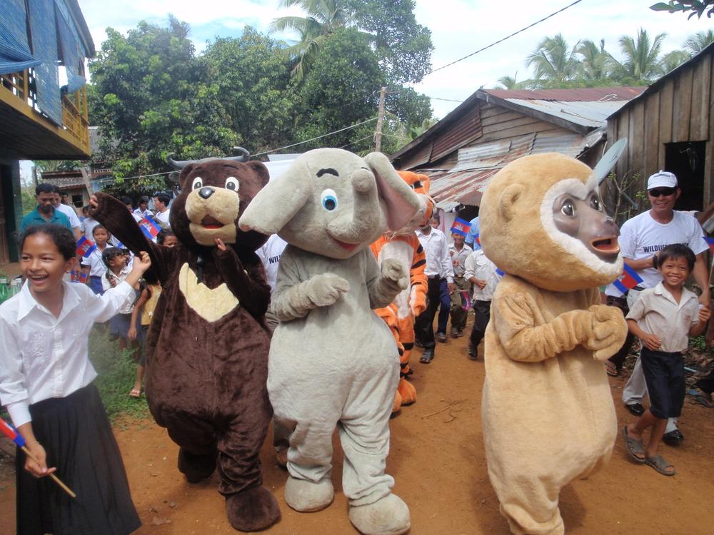 2010-11-19 - KE - arbor day MEEP mascots village.JPG