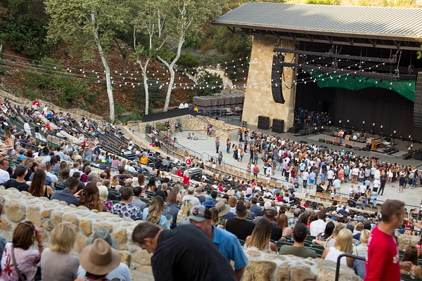 The Santa Barbara Bowl begins to fill up. Photo by Brandise Danesewich @antimodel