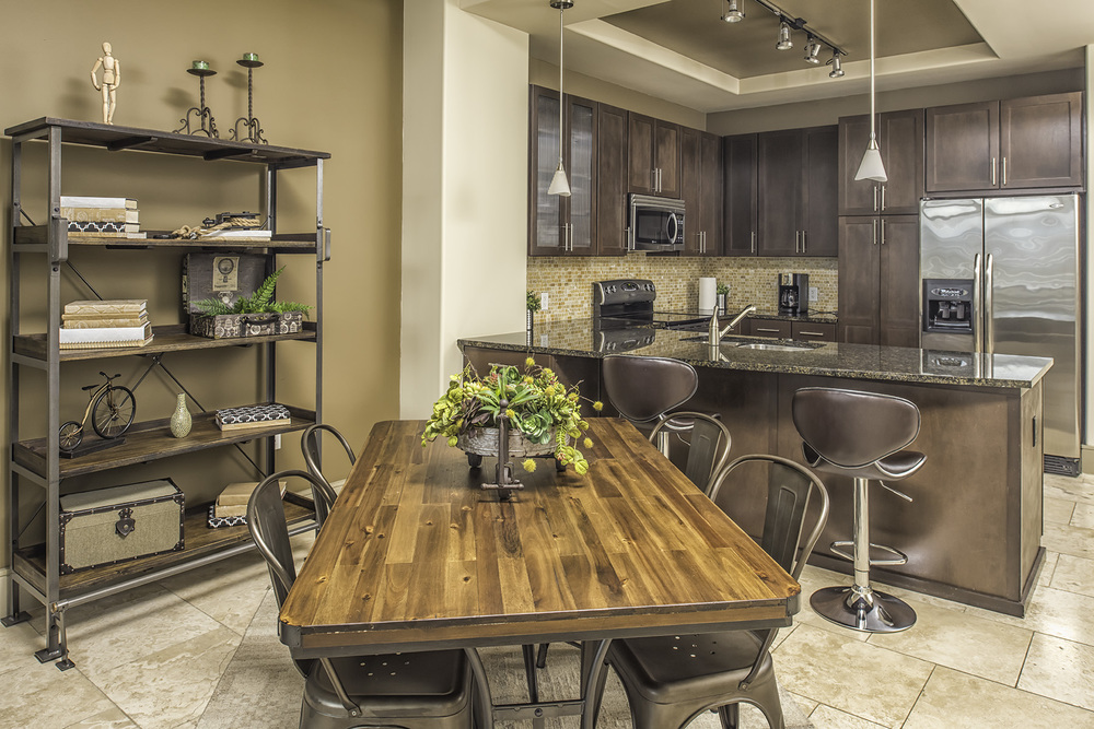 1105 Dining Kitchen.jpg