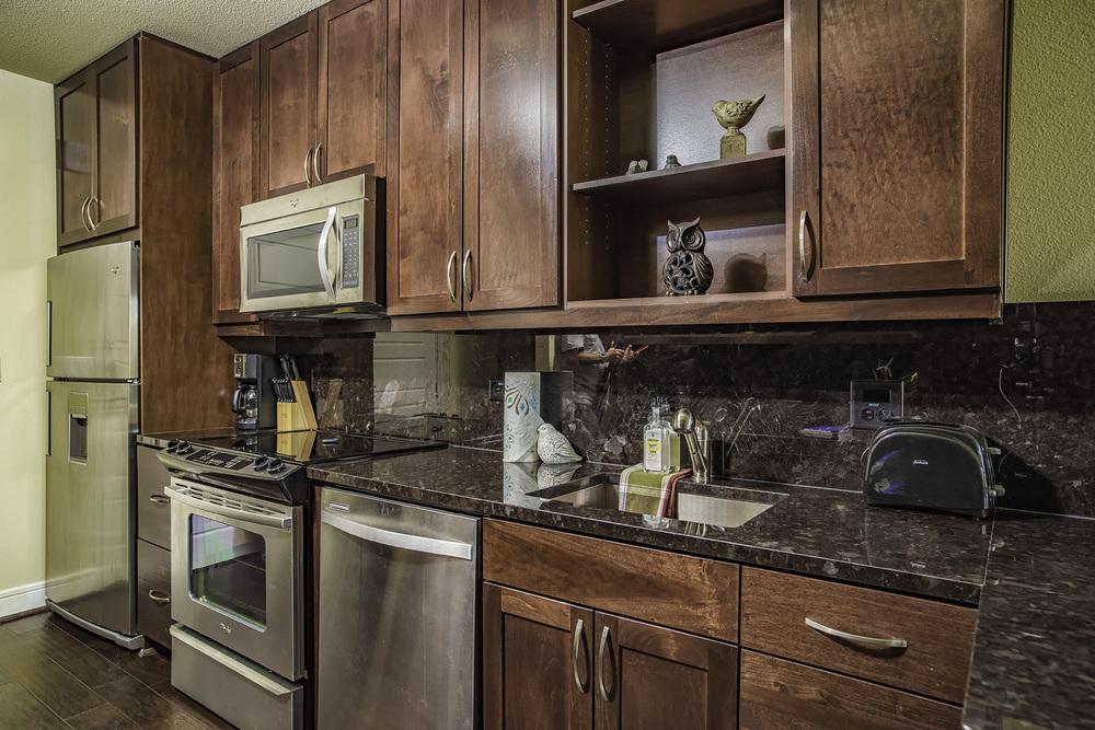 706 Kitchen.jpg