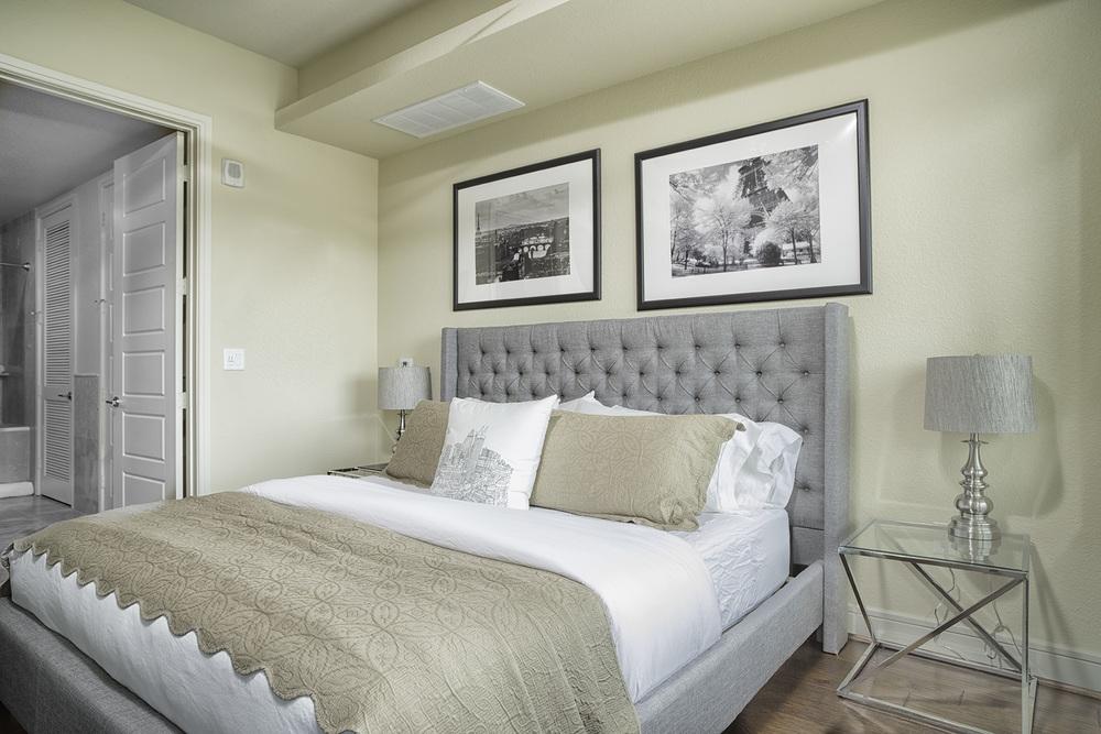 806 Bedroom.jpg