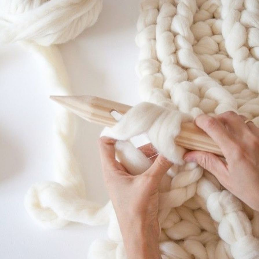 """Le mantra de Sophie: """"Drop your phone and grab your yarn""""."""