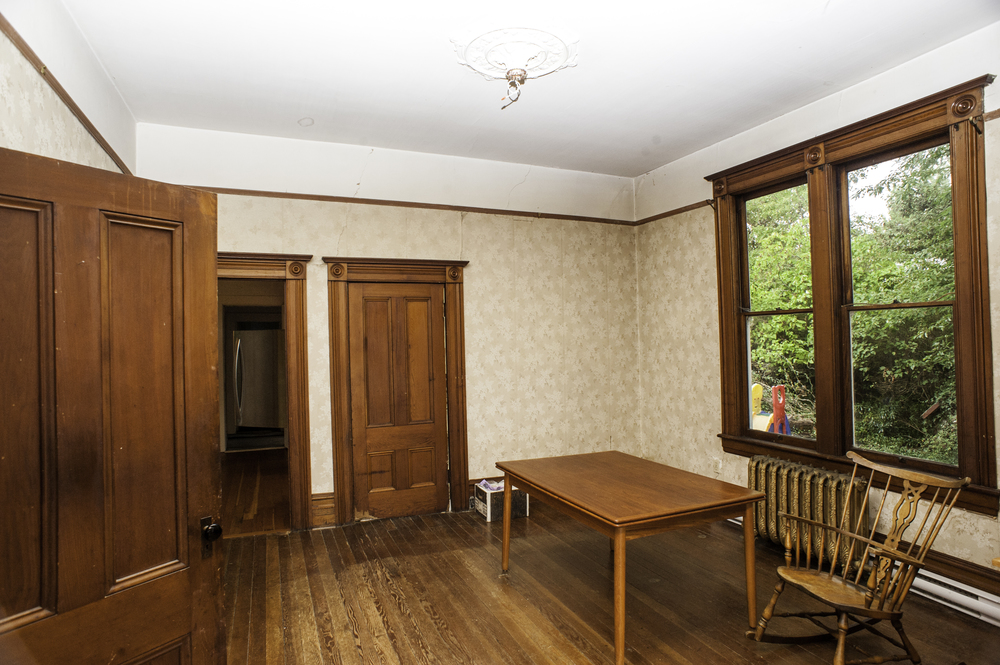 The Dining room, with no light and no furniture