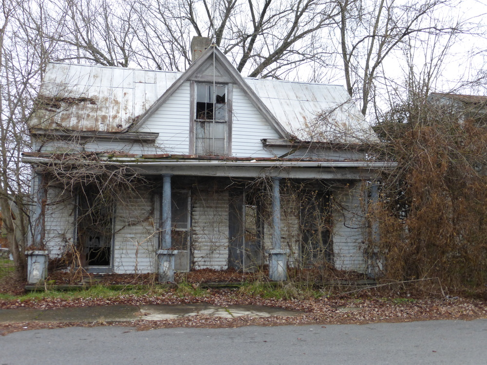 Abandoned house in Gratz, KY