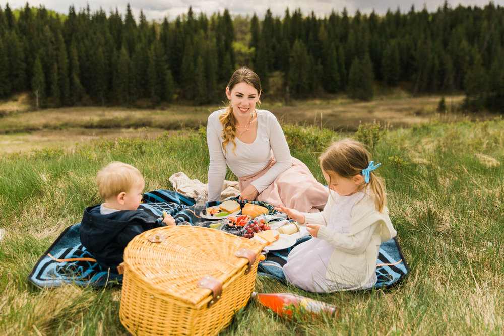 Mother's Day Picnic Calgary Lifestyle Photographer Guenard Photography