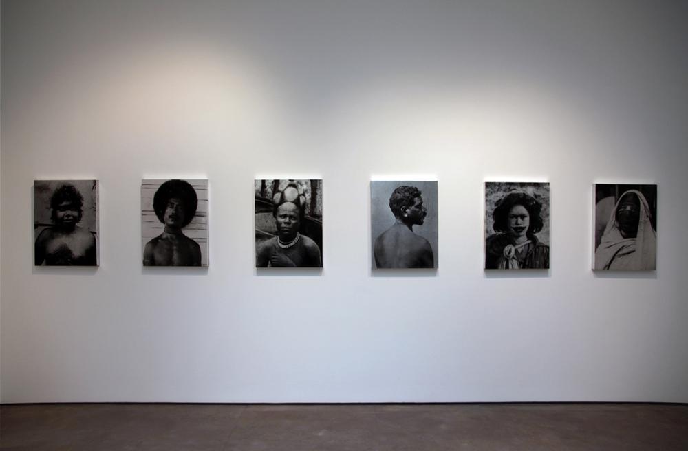 52 portraits , 2013 Installation view Galerie Nathalie Obadia , Bourg-Tibourg, Paris