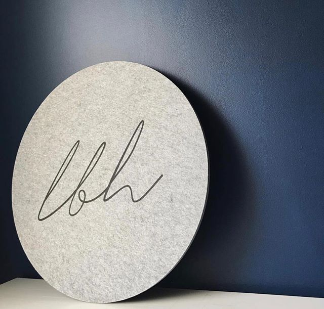 Custom pin boards make us especially happy as we're crafting something just for you! Shape, size, colour, printing! We do it all. Send us an email now and find out how easy it is! hello@sachianddaphs.com  This little creation has a biz logo printed on our grey small circle pin board 🖤 📸 @littlebrickhome