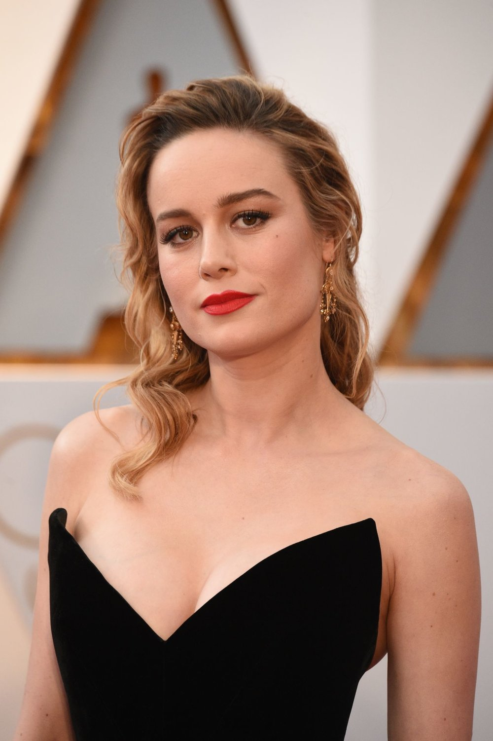 brie-larson-in-oscar-de-la-renta-at-2017-academy-awards-in-hollywood.5.jpg