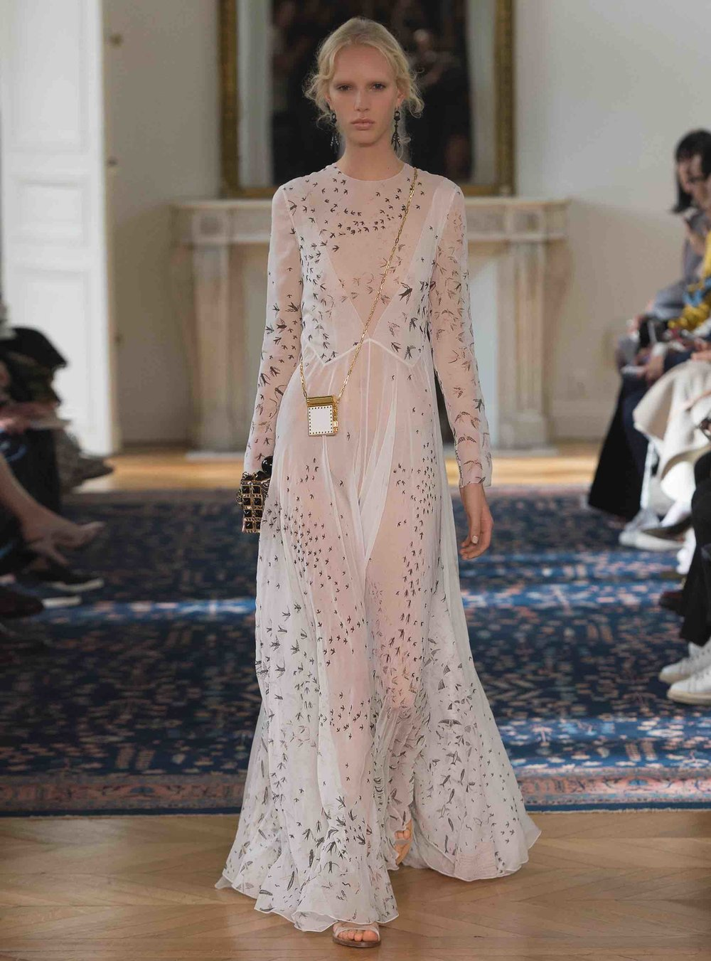 A-look-from-Valentino-spring-summer-2017.jpg