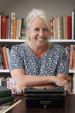 AJ Pearce   AJ Pearce grew up in Hampshire and studied at the University of Sussex.  A chance discovery of a 1939 woman's magazine became the inspiration for her ever-growing collection and her first novel  Dear Mrs Bird .  She now lives in the south of England.