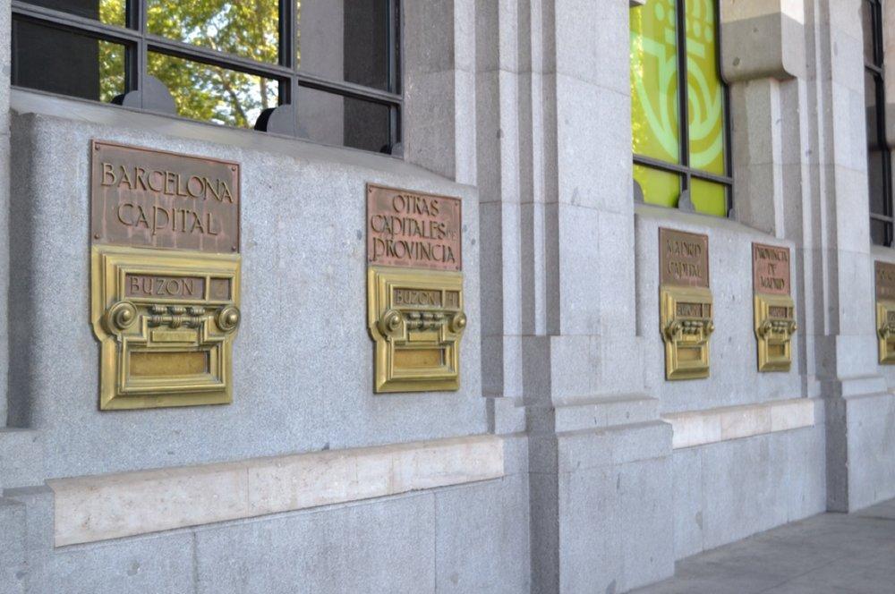 4.1397839280.outside-the-post-office.jpg