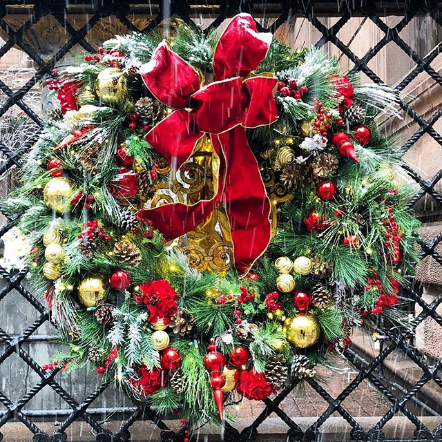 It's Christmastime in the city! Walking Tour map is up on the blog! #nycchristmas