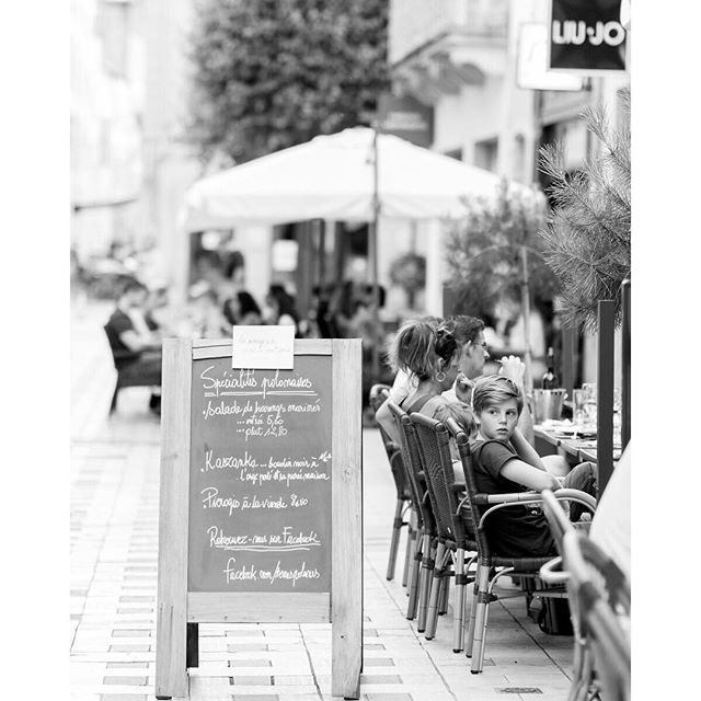 Outdoor Cafe in Thionville, France . . . . #europe #travel #travelphotography #traveldeeper #tlpicks #thionville #france #cafe #blackandwhitephotography #bw #streetphotography #latergram
