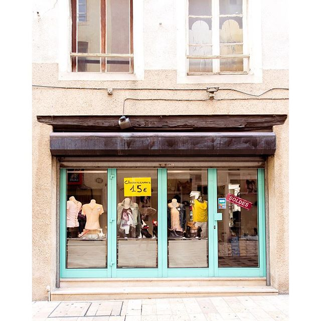 Turquoise windows in Thionville, France. . . . #france #thionville #europe #shopping #travel #travelphotography #traveldeeper #tlpicks #streetphotography #turquoise #windows #latergram