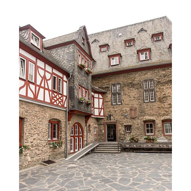 Stahleck Castle, Bacharach, Germany // #latergram #travel #travelphotography #traveldeeper #tlpicks #germany #bacharach #castle #europe  #jugendherberge #burgstahleck