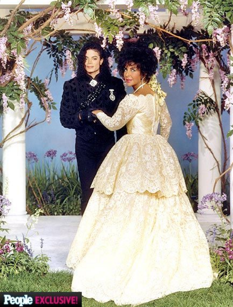Elizabeth Taylor's wedding image with her friend Michael Jackson in a stunning gown