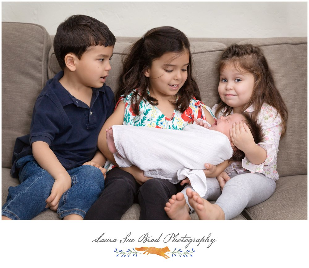 Newborn Session: The Fernandez Family, Norfolk, VA     © 2018 Laura Sue Brod Photography  www.laurasuebrod.com